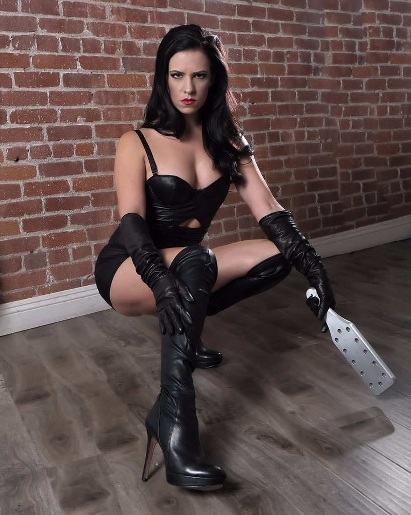 Los Angeles dominatrix, Mistress Justine Cross, BDSM consultant, Dungeon East, Dungeon West, financial domination, corporal punishment